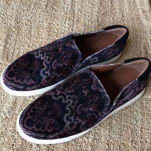 Lucky Brand velvet loafers size 10   EUC blue